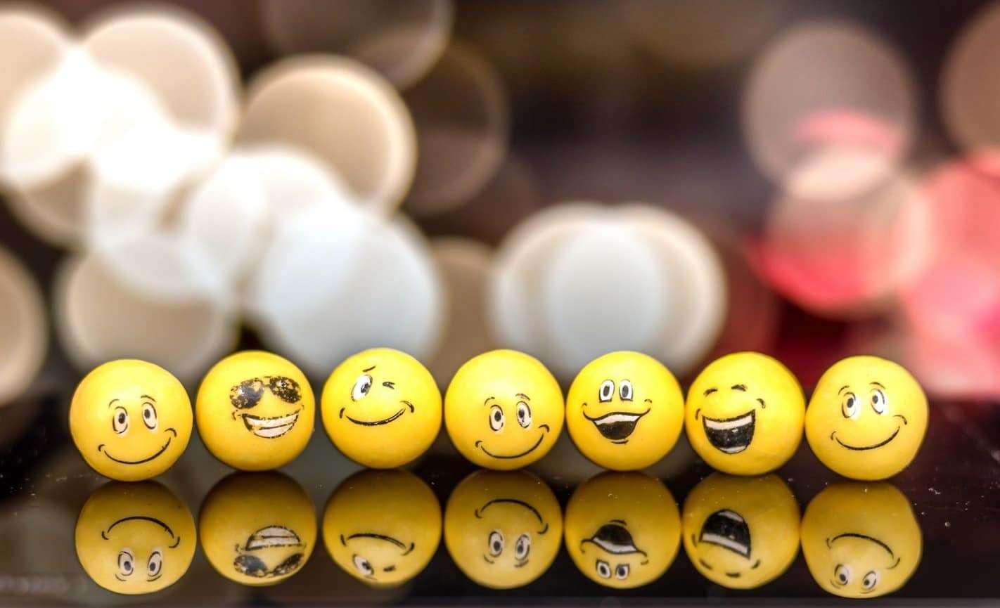 Savez-vous imiter les mimiques des emojis ?